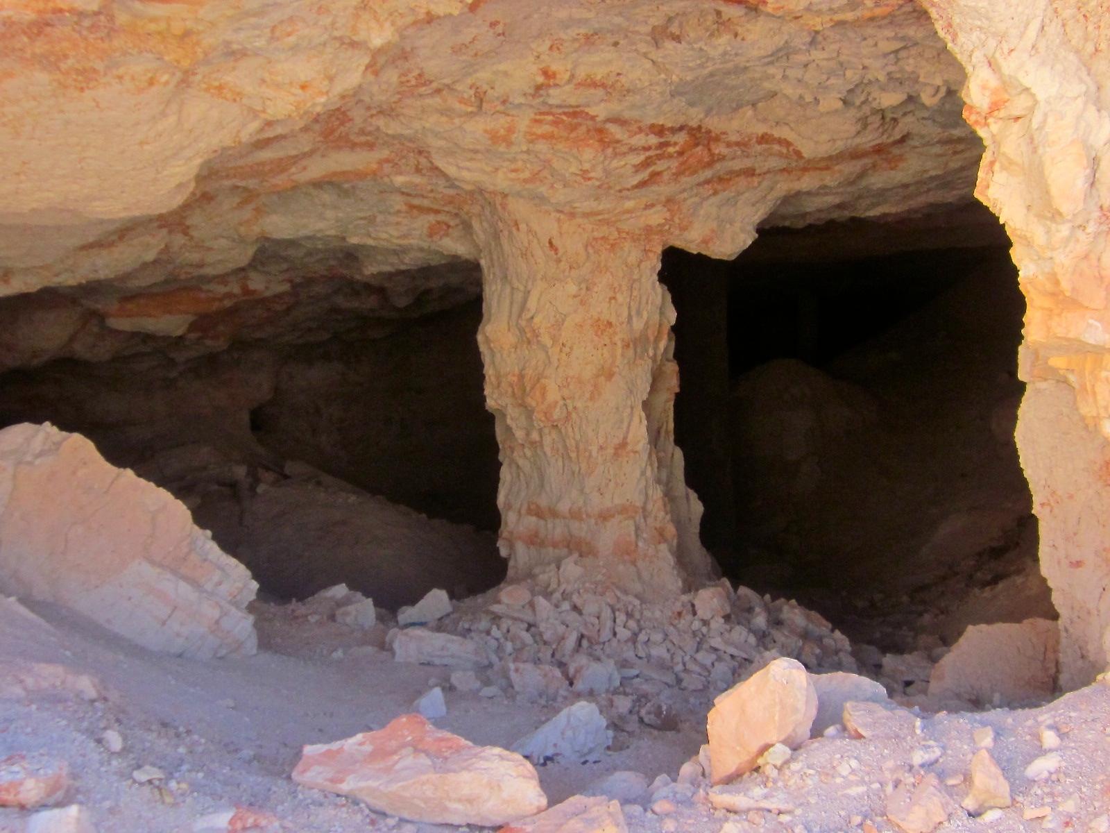 lightning ridge opal mines,australian opal mining, opal mining,black opal mining,3 mile opal mine