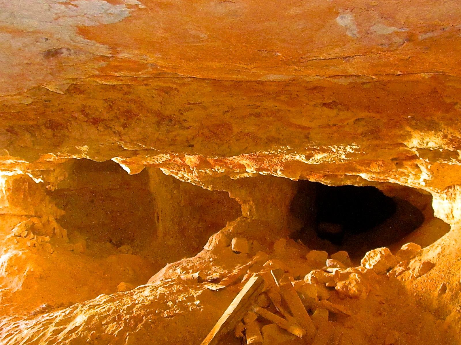 australian opal mining, opal mining,black opal mining,3 mile opal mine