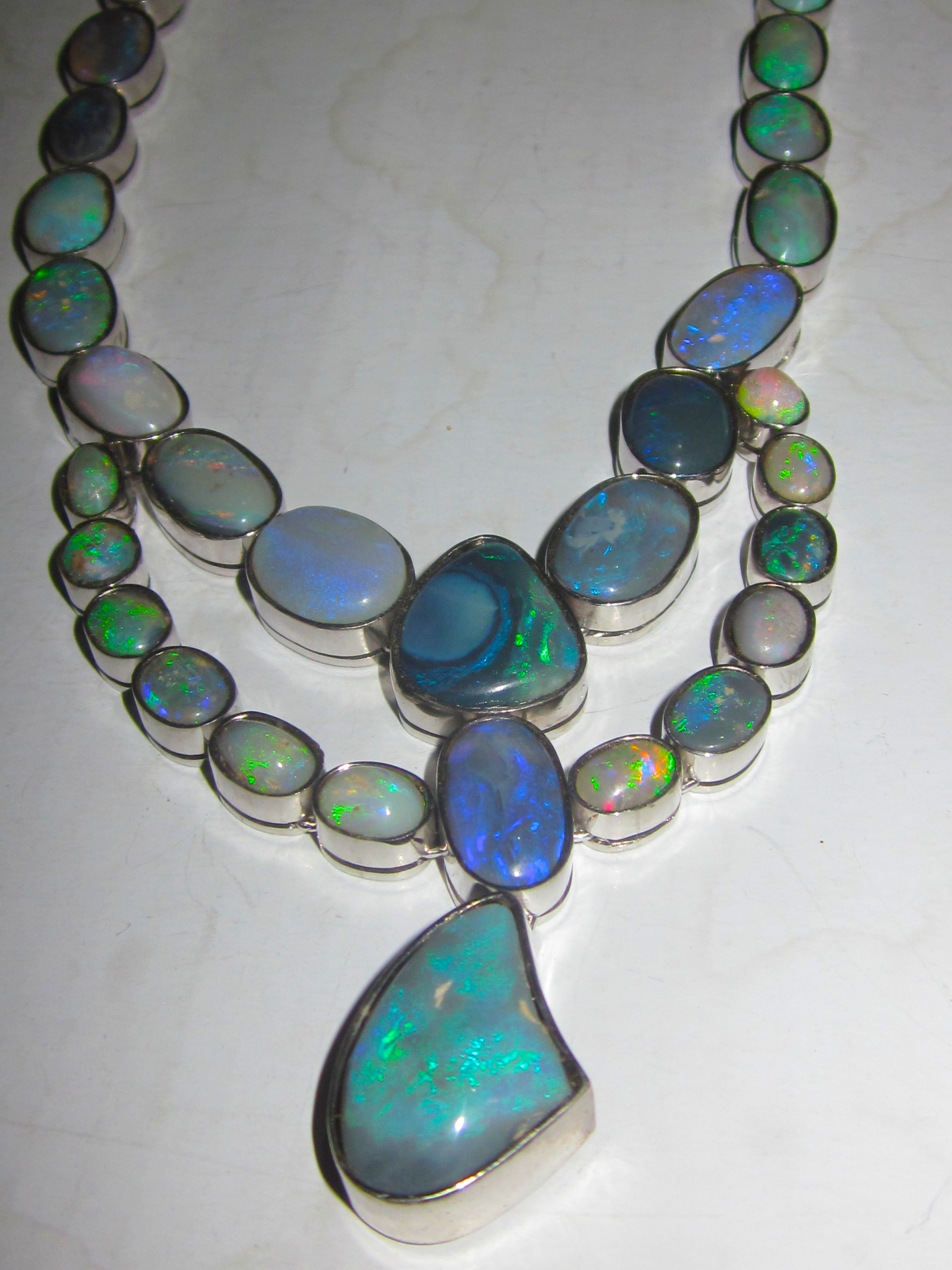 necklace index opal black yellow gold dsc