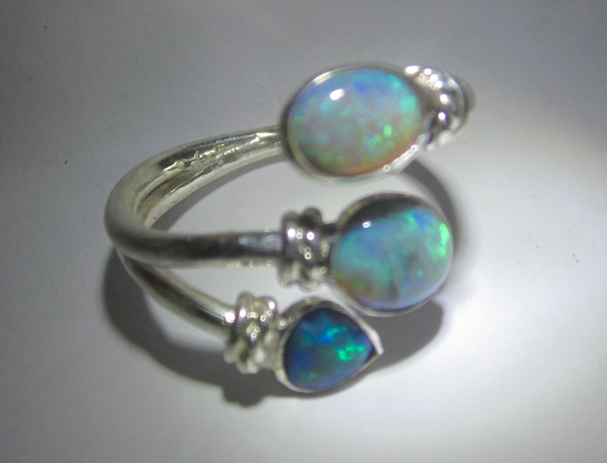 opal auctions factors guide the learn gemstone value to how