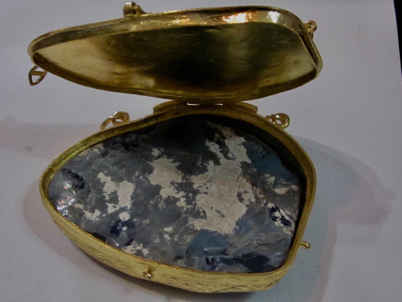 opal collector item,opal gemstone