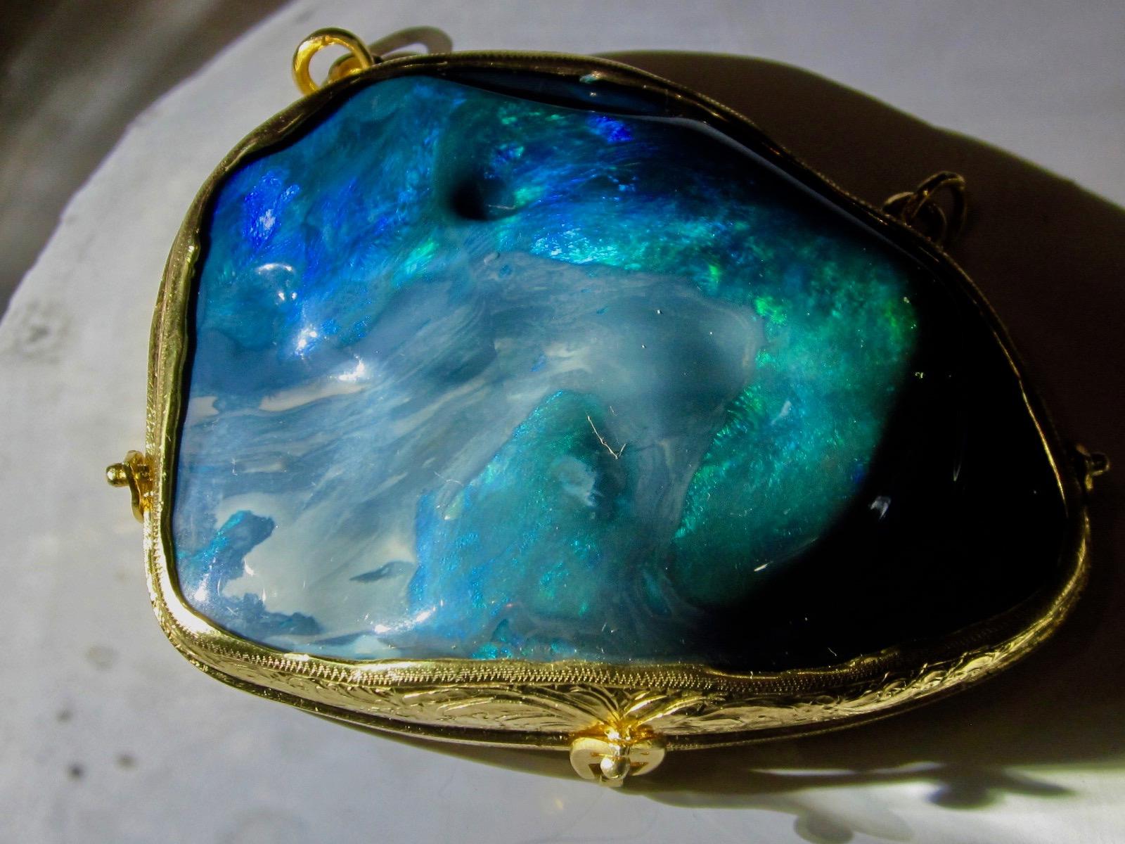 opal,opal gemstone,black opal