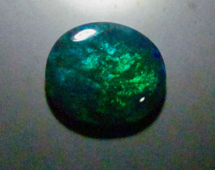 image green colour opal gemstone from Australian.
